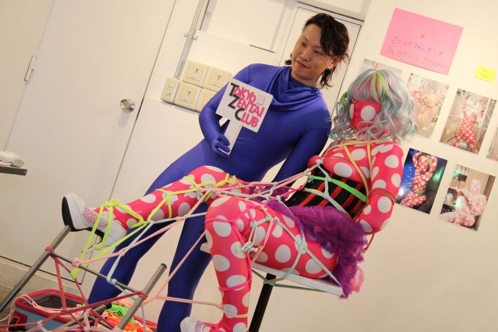 ZENTAI ART@原宿デザインフェスタギャラリー<その3>~ゼンタイ×ロープ ミニパフォーマンス 椿あると&渡邊みり