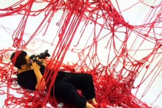 ロープアーティスト一鬼のこ×つながる赤い縄の世界 -『Red』の撮影現場へ-